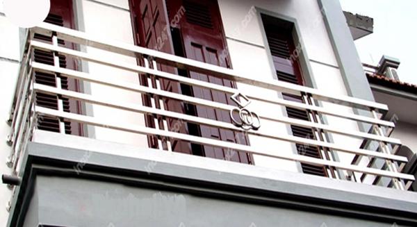 Có nên dùng lan can inox cho cầu thang nhà mình